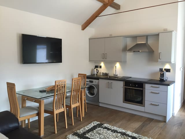 A cosy converted barn, The Cwtch - Cardiff - Altres