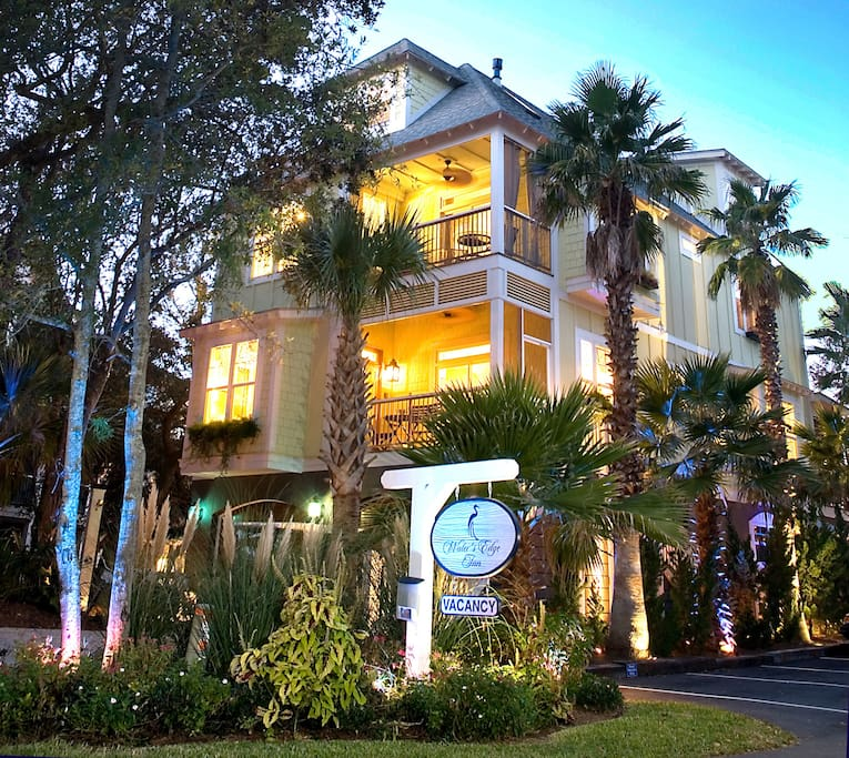 southern sanctuary at water 39 s edge inn boutique hotels for rent in folly beach south carolina. Black Bedroom Furniture Sets. Home Design Ideas