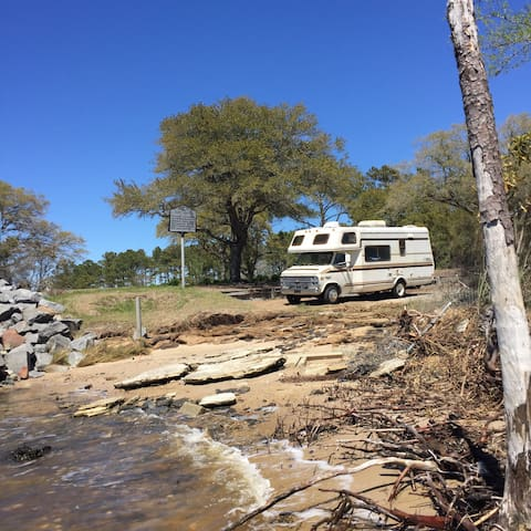 83' Chevy Mobile Traveler - Manteo - Camper/RV