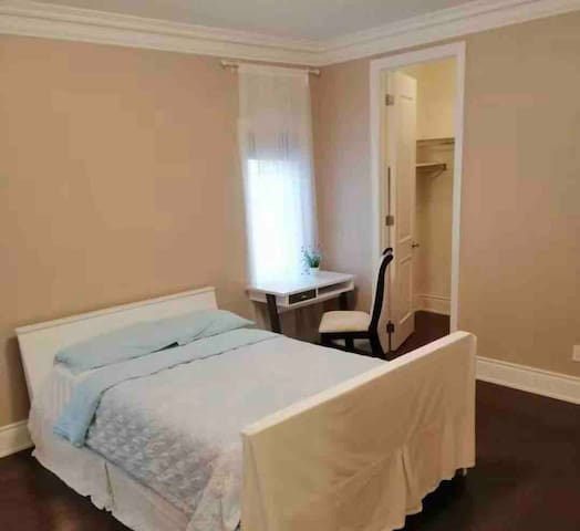 Luxury private attached bathroom suite freeparking