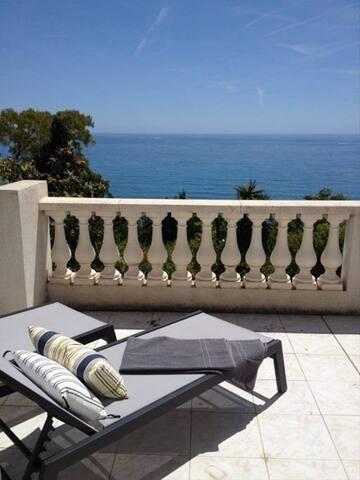 Superbe villa 8  per  à 5 m de Monaco accès plage