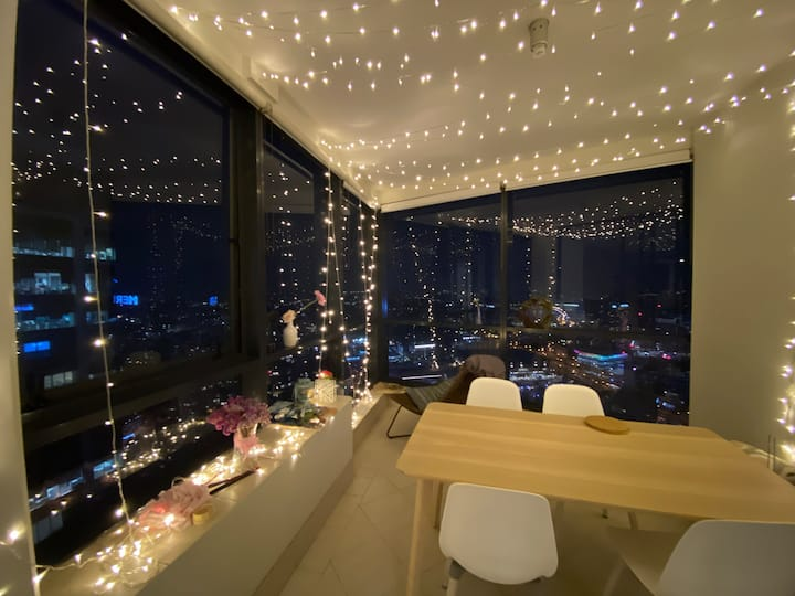 CityPrivate room in Luxury apartment with firework