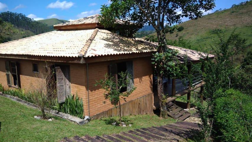 Casa de campo, linda vista e cachoeira