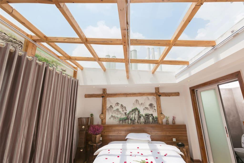 全景天窗阳光大床房