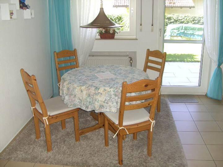 Haus Loser, (Wasserburg (Bodensee)), Ferienwohnung, 50 qm, 1 Schlafzimmer, Terrasse mit Garten, max. 2 Personen