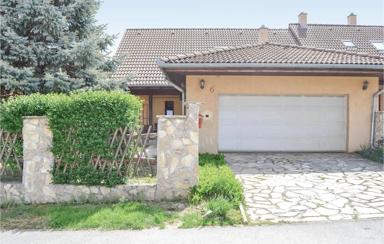 Semi-Detached with 3 bedrooms on 150m² in Kaposvár