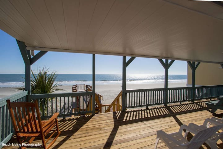 Sandy Bay, Oceanfront 4 Bedroom House with Free Water Park, Aquarium, Golf & More Every Day!