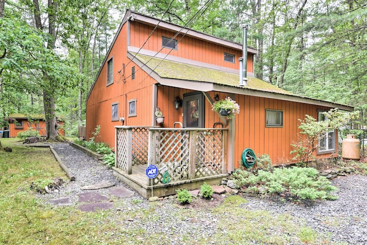 Cozy Hawley Home w/ Deck & Grill - Walk to Lake!