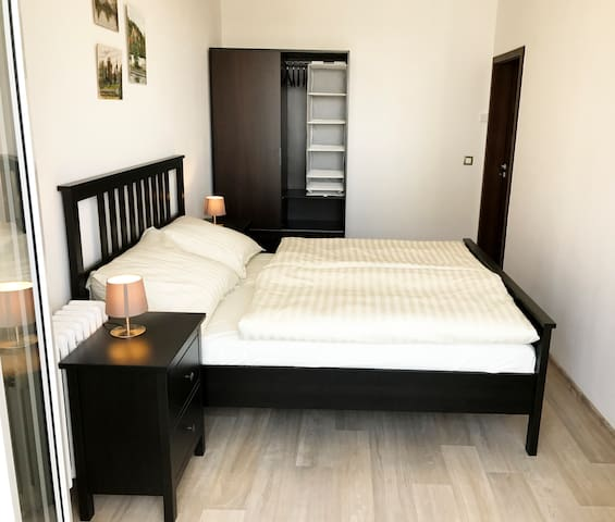 Sunny Room with Balcony - great location - Prag - Wohnung