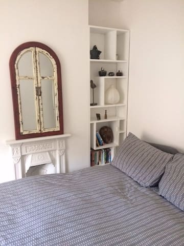 Lovely room, breakfast included, central location