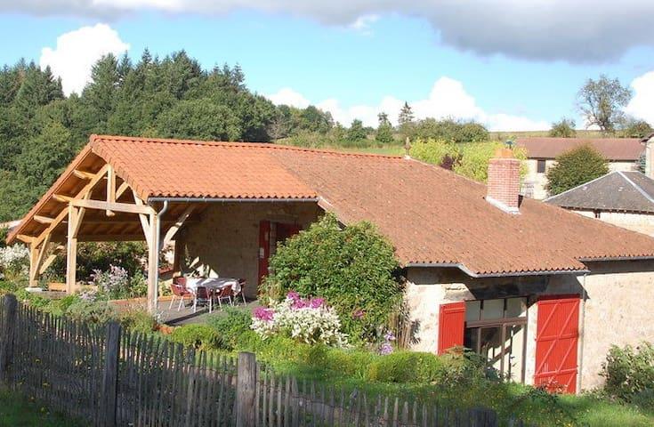 Chambre avec terrasse couverte et cuisine