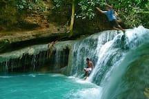 near by Aguinid Falls