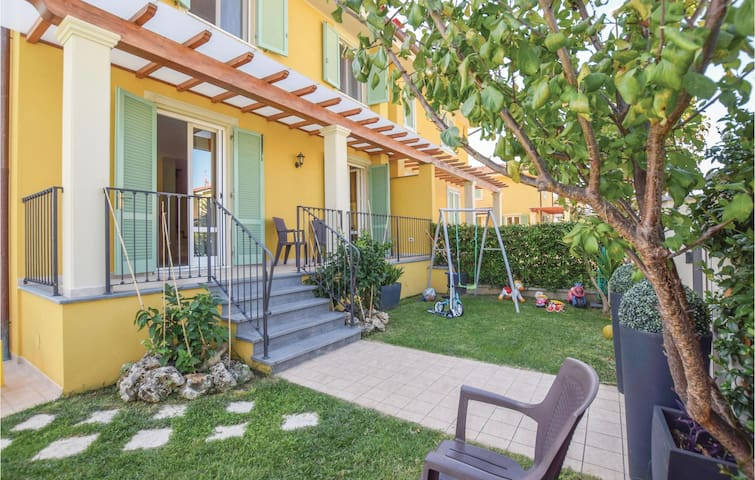 Semi-Detached with 3 bedrooms on 134m² in Capezzano Pianore LU