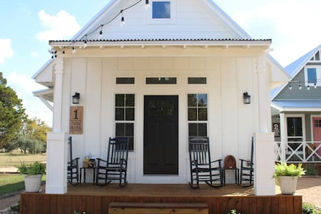 Gruene B&B - The Farm House