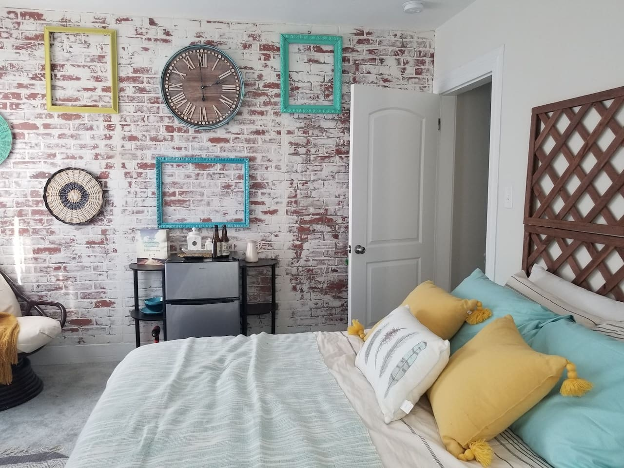 Cozy & Bright, steps away from the Stadium and West St!