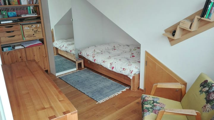 Ruhiges Dachzimmer in derMarbachshöhe
