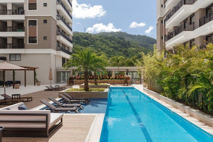 Luxurious 3 Bedrooms Top Floor Apartment