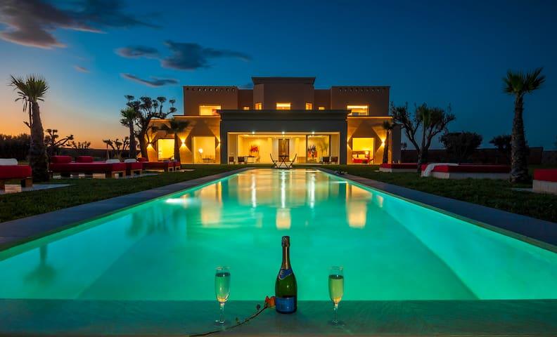 VILLA DE LUXE 750 M2 AVEC PISCINE - Marrakech - House
