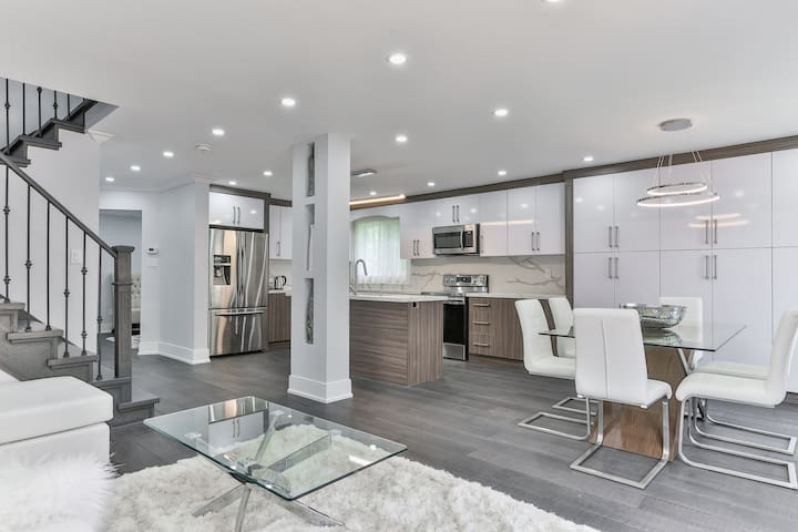 Classy 5bdrm House in Vaughan