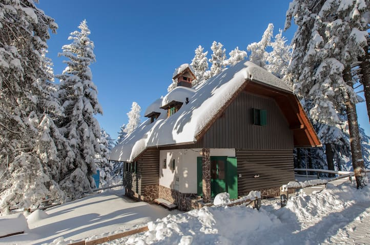 Alpine Chalet *** Bajta Luna Krvavec