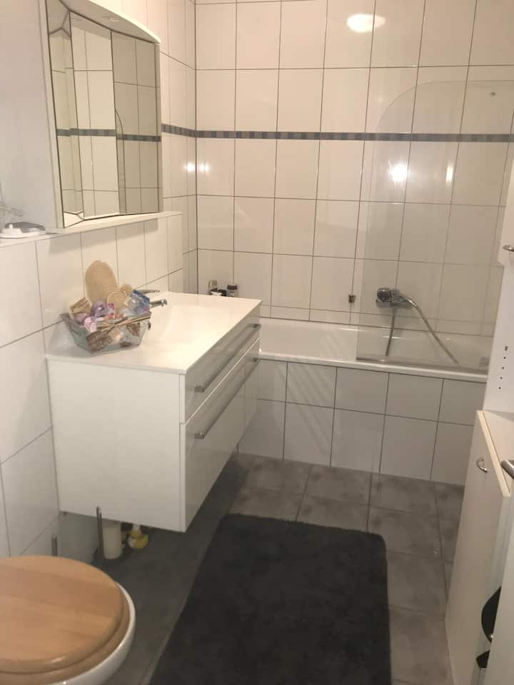 Privatzimmer mit sehr guter Anbindung nach Köln