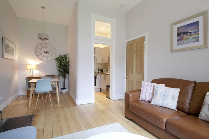 Stockbridge city Centre Edinburgh garden Apartment