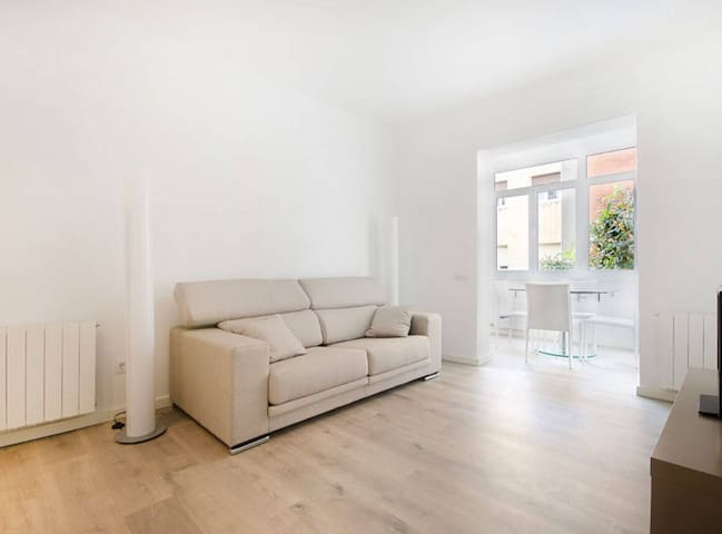 Minimalist Apartament in Barcelona