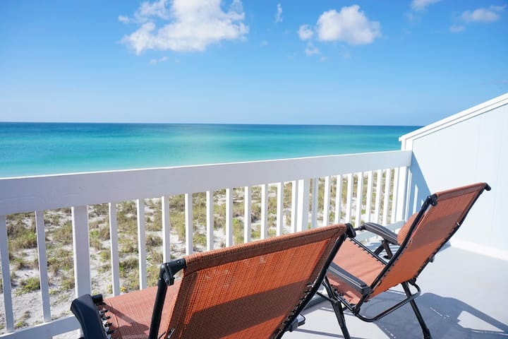 ⭐ Gulf Front-Pet Friendly-Island Beach Front Home!