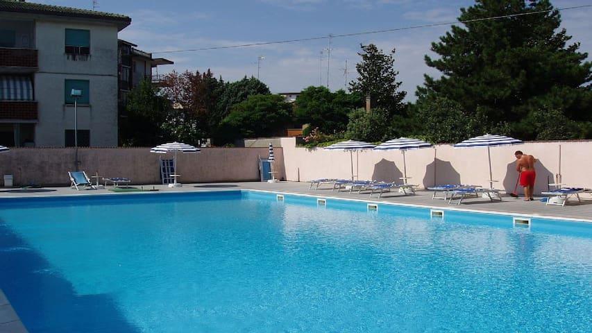 App.al mare lido di pomposa con piscina e terrazzo appartamenti in