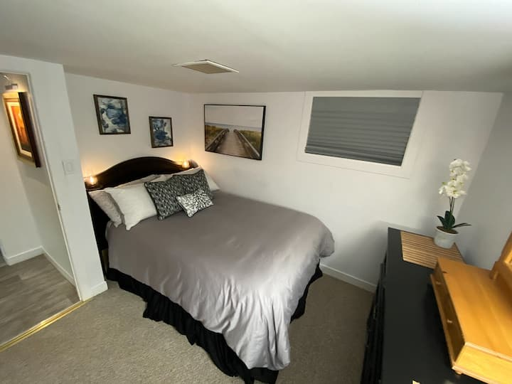 Spacious Tastefully Decorated one bedroom Suite