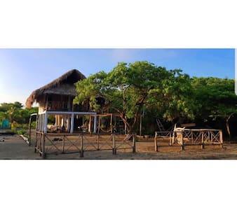 Morena Beach- ¡Cabaña, paraíso frente al mar!