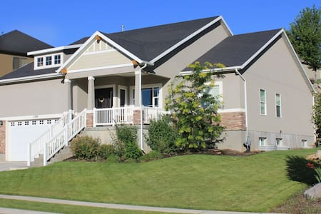 New! Large 5BR centrally located for any adventure - Highland