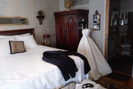 King suite on first floor. This was the honeymoon suite for one couple.