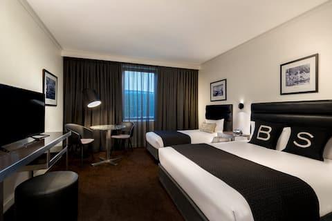Standard Queen and Single Room