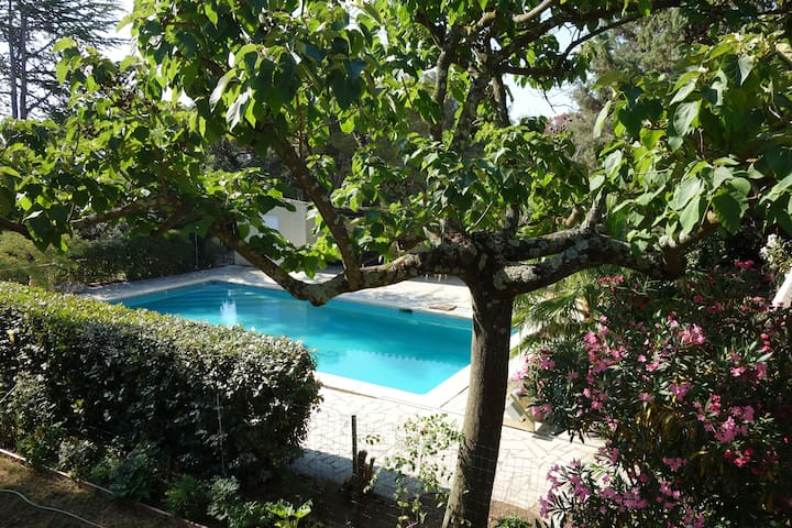 Nimes residential area, appartment with swim. pool - Nîmes - Pis