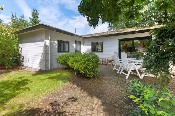 Detached, fully equipped chalet in Vechtdal near Ommen, for 4 people
