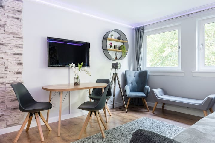 City Centre Styles Apartment With Free Parking