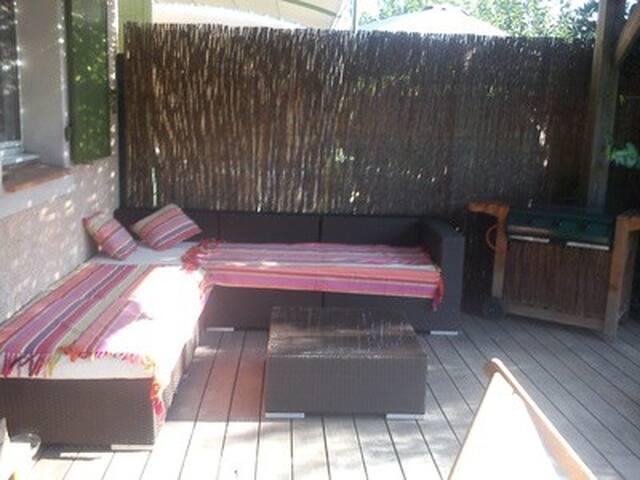 chambre avec terrasse dans res privée piscine - Eyguières
