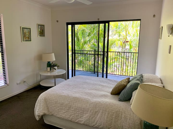 Cosy private room in beautiful Brisbane suburb
