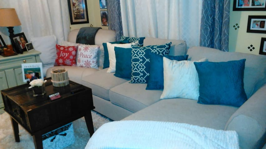 Couch Crash 40 mins to Nola CBD $25 - Mandeville - House