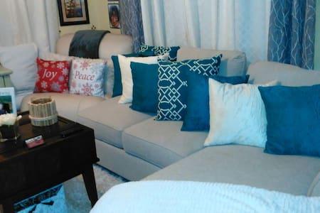 Couch Crash 40 mins to Nola CBD $25 - Mandeville - House