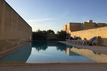 Modern 4BR villa with pool - Kerċem