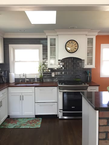 Relaxing dog friendly home, close to everything - Smithtown - Hus