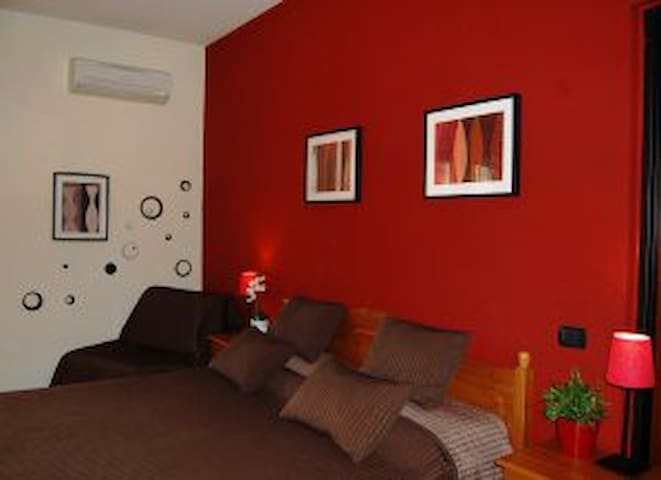 Independent  Apart. 10 mins drive CIAMPINO Airport