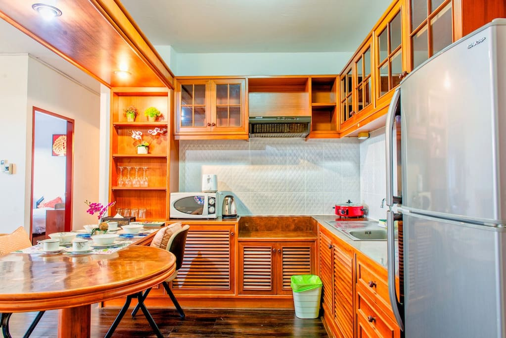 Spacious dining and kitchenette
