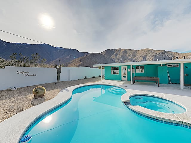 3BR/1BA Contemporary Haven w/ Pool, Spa & Mountain Vistas