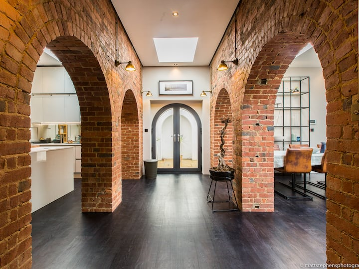 *Luxury 3BDR conversion w/private rooftop terrace*