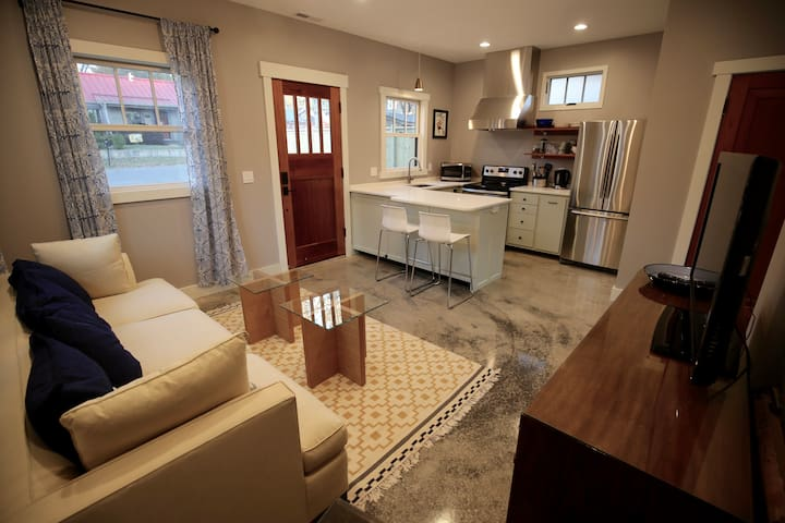 37206   One Bedroom Cozy Cottage