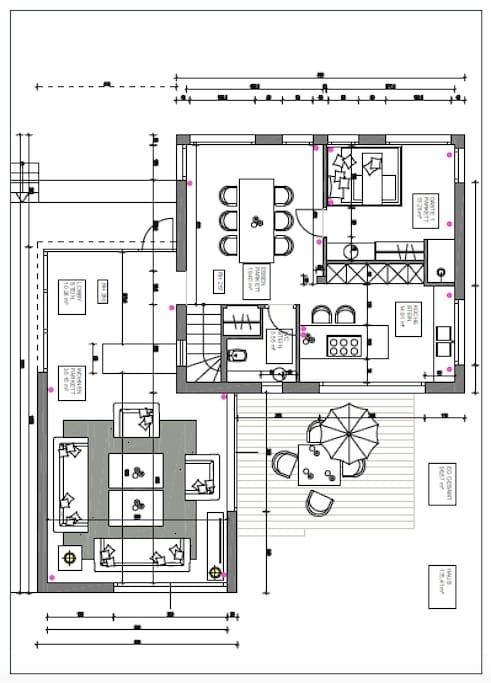 Erdgeschoß mit Wohnzimmer, Küche (beide Zugang zur Terrasse, Esszimmer, Doppel-Zimmer mit Dusche, WC