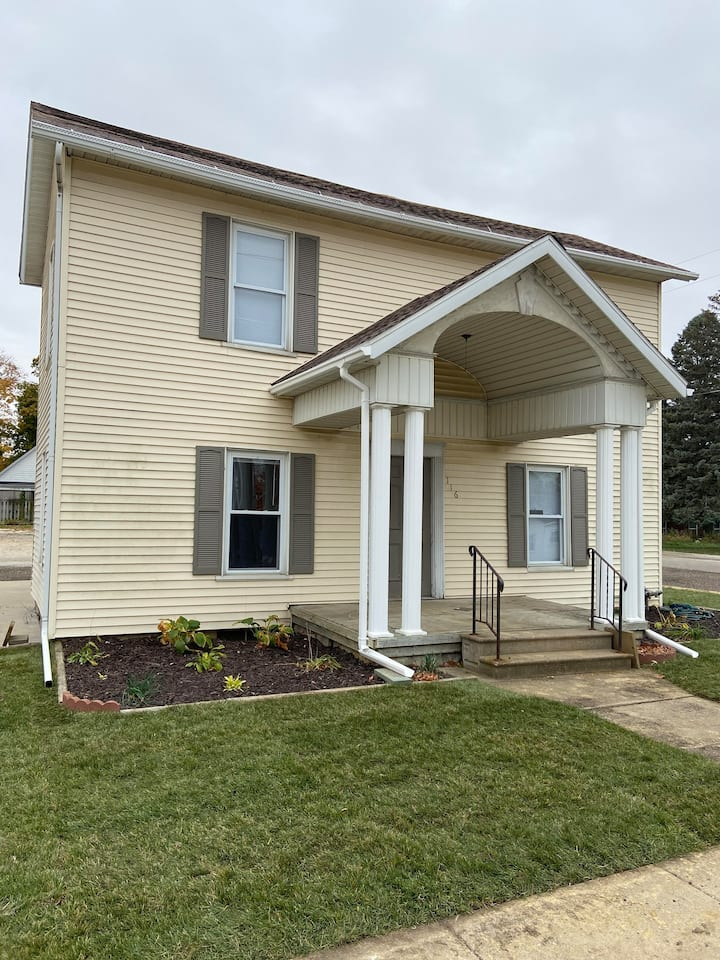 Roomy rental in the heart of historic Metamora